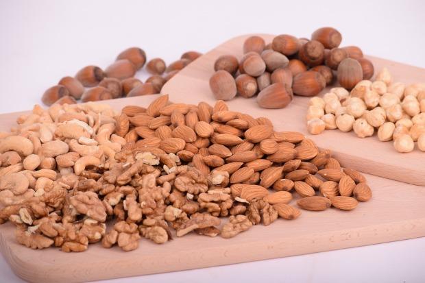 nuts-3248743_960_720.jpg